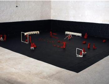Annabelle Hyvrier, Installation 1, 32 bronzes peints , ht: 30 cm max, surface au sol 6m2