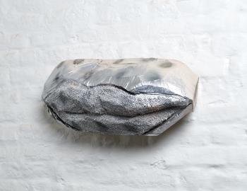 Sans titre, 2019, cèdre, peinture, ht: 22 x 50cm, Annabelle Hyvrier sculpture