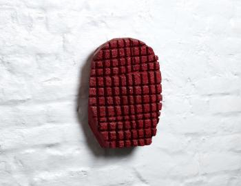 'Masque 1' , 2019, cèdre, peinture, ht: 34 x 25cm, Annabelle Hyvrier sculpture